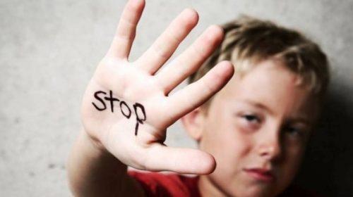 Abécédaire enfant en danger/Sujet/Pédophilie par pays/D Childstop-500x280